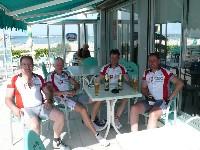Klaus Mamedof, Manfred Pichler, Alfred Schmid und Radlwolf (St. Danieler bzw. Kötschacher Teilnehmer) beim verdienten Bier nach einer gelungenen Ausfahrt