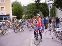 Radlwolf und das Feld beim Giro in Lienz
