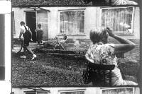Filmstill Hotel Roccalba, vorne Annemarie Dabernig, v.l. Wolfgang Dabernig, Anni Dabernig und Karin Franz