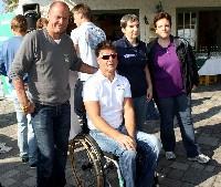 Die Kärnten-Sport Kelag Behindertensport-Vertragssportler v.l. Radlwolf, Klaus Dolleschal Handbike und die Schwestern Andrea Zweibrot Tandem mit Pilotin Eveline Zweibrot