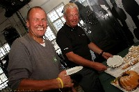 Radlwolf mit Sportdirektor Reinhard Tellian beim kulinarischen Smalltalk