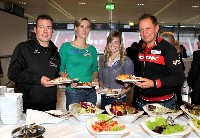Guido Hilgarter Naturbahnrodeln, Sandra Kleinberger Fechten, Petra Steinbauer Judo und Radlwolf stärkten sich beim abschließenden ausgezeichneten Buffet