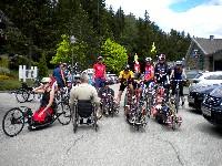 Die Kursteilnehmer mit den Demosportlen bei der Proberunde