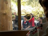 Sogar die Blasmusik spielte den Maibaumradlern beim Maibaum in Liesing ein Ständchen