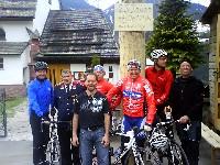 Gregor Obenosterer, Kurt Strobl, Radlwolf, Daniel Obernosterer mit den Maibaumbewachern aus Liesing im Lesachtal