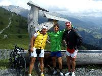 v.l. Kurt Strobl, Michi Kurz und Radlwolf bei der Ö-Tour am Großglockner