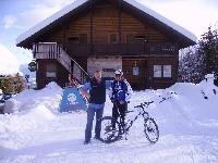 Szabolcs Palotai und Radlwolf vor der Ödenhütte