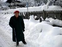 Mama von Radlwolf beim täglichen Spaziergang nach den ausgiebigen Schneefällen vor vier Tagen