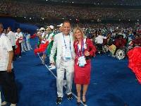 """Die beiden Kärntner Paralympicteilnehmer Radlwolf und Silke Napetschnig im Olympiastadion """"Vogelnest"""""""