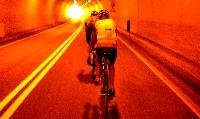 Radlwolf im Windschatten von Armin Assinger in einem Tunnel im Kanaltal