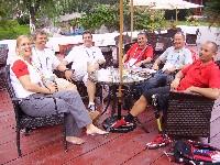 Betreuerin Ulla Kahler, Manfred Gattringer, Peter Gaisbauer, Head Coach Alois Nöckler, Radlwolf und Erich Stauffer im Österreich-Haus