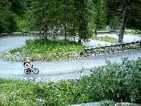 Über bis zu 20%igen Steigungen kämpft sich Radlwolf zur Piave Hütte auf 1830m Seehöhe am Fuße des Monte Peralba