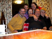 v.l.n.r. Hans, Josef, Heidi, Horst, Radlwolf und Nina bei der abendlichen Lachtherapie