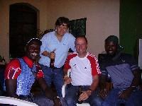 Radlwolf mit den Behindertenradsportlern Ibrahim Watula und Dedav Iperi aus Kenia