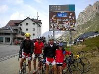 Radlwolf, Alfred Schmid, Michi und Nils Kurz am Pordoi Pass