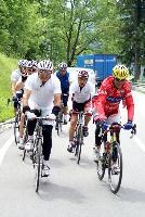 Franz Klammer und Radlwolf mit Verfolgern am Anstieg zum Jochpass