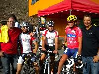 Gastgeber und Zielorganisator Klaus Mamedof, Michael Kurz, Kurt Strobl,  Radlwolf und Wolfgang Kittel (Schneider Weissbier München) beim Start