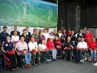 Die geehrten Behindertensportler auf der Ehrungsbühne