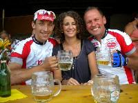 Michi Kurz und Radlwolf mit Barbara Hauck von den Niederösterreichischen Nachrichten bei einer der wohlverdienten Pausen