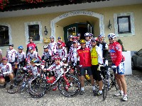 """Franz Klammer mit Freunden bei der """"Tour de Wienerwald"""""""