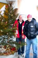 Trainingspartner Kurt Strobl und Radlwolf in Weihnachtsstimmung