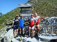 Jan Salcher, Michi Kurz, Radlwolf und Kurt Strobl am Monte Zoncolan