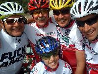 Kurt, Ossi, Radlwolf, Michi und vorne Nils genossen die wunderschöne Radausfahrt