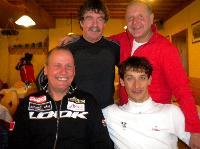 hinten: Ossi Jochum, Kurt Strobl, vorne: Radlwolf und Michi Kurz, sie wollen heuer Österreich außerhalb der Grenze mit dem Rad umrunden (siehe Biografie-Zukunft)