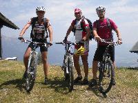 v.l. Stefan Obernosterer, Radlwolf und Thomas Dabringer (letzterer nahm auch am Berglauf teil)