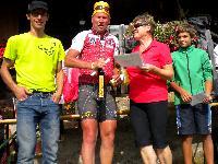 v.l. Organisator Michi Kurz, Radlwolf, die Siegerin Klara Wassermann und der dritte Michael Zellhofer (Hobby, Mittelzeitwertung)