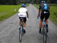 Nachwuchsrennfahrer Nils Kurz holt sich wertvolle Tips vom Sky Profi Berni Eisel für seine weitere Radsportkarriere