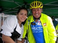 Wirtin Hanni Rieger überzeugte Radlwolf bei dem Sauwetter doch zu starten