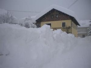 Die Radlwolfi-Olympiagasse versinkt im Schnee