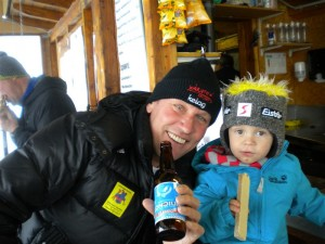 """Radlwolf und Anton bei ihrer Lieblingsbeschäftigung """"Loncium trinken"""" und """"Schnitten essen"""" bei der Aufwärmrunde beim Budile"""