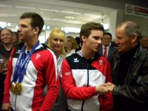 v.l. Paralympicsieger Markus Salcher, KBSV Landessekräterin Mirella Somma, Thomas Grochar und Radlwolf