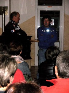 Foto: Christine Jochum v.r. Ossi Jochum und Radlwolf bei der Begrüßung der Zuschauer