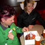 """zum """"20. Geburtstag"""" wurde beim Planner nach der gelungenen Rückkehr von den Trainingsparnerinnen Sabrina und Motz an Radlwolf eine Torte überreicht."""