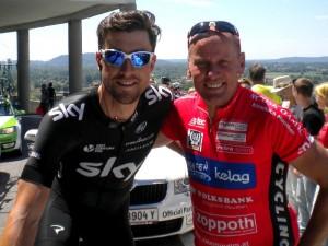 Sky Road Captain Bernhard Eisel mit Radlwolf beim Start zur letzten Etappe in Gemona