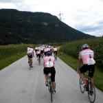 """Das Feld der """"Tour de Franz"""" radelt durch das Rosental Richtung Ziel"""