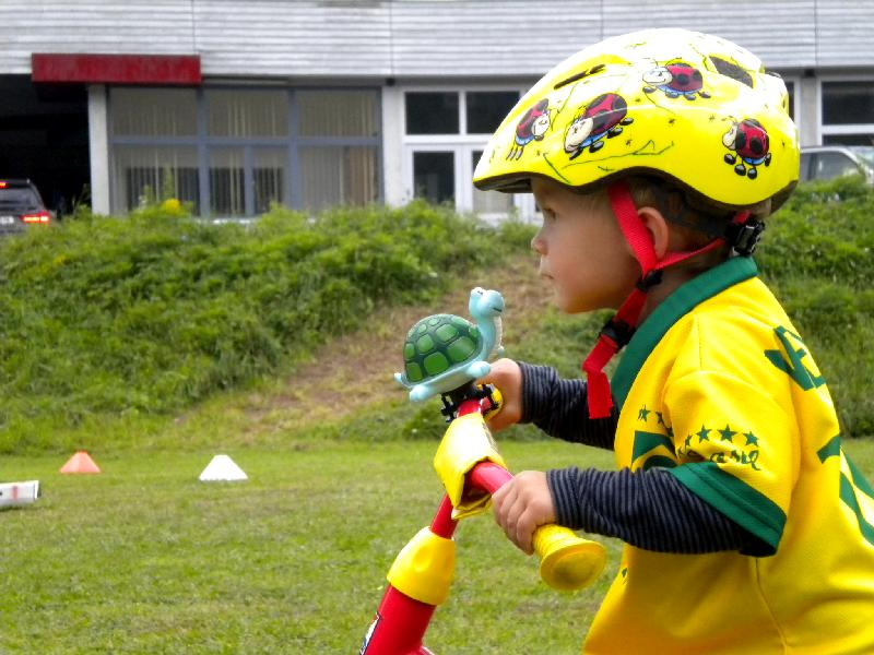 Anton konzentriert dem Ziel entgegen, Platz 37, wenn die Mama nur schneller gefahren wäre