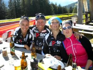 Radlwolf mit seinen Trainigspartnerinnen v.l. Katja, Sabrina und Motz
