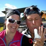 Trainingparnerin Motz mit dem Finger der Nation