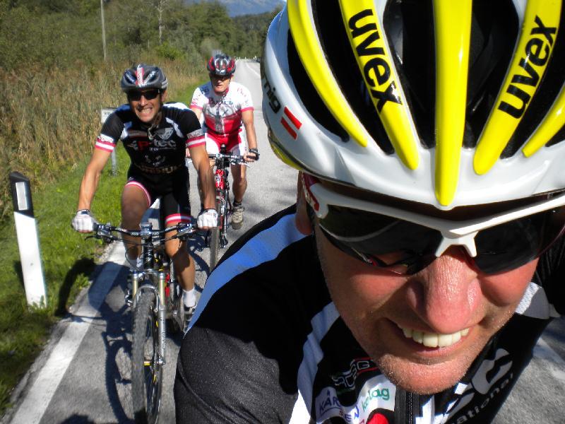 Radlwolf, Michi Kurz und Hans Linder in Richtung Cavazzo See
