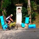 foto©Michi Kurz/zwecks der schnellen Auffahrt der Radler nach Castelmonte wurden die Kreuzwegstationen mit Sägespänensäcken abgesichert