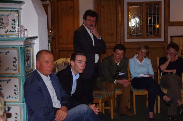 Die beiden Referenten Wolfgang Dabernig und Christian Troger beim abendlichen Kamingespräch