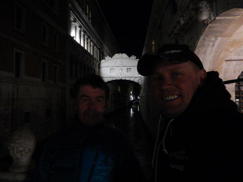 Die Seufzerbrücke (italienisch Ponte dei Sospiri) verbindet den Dogenpalast und den Prigioni nuove, das neue Gefängnis