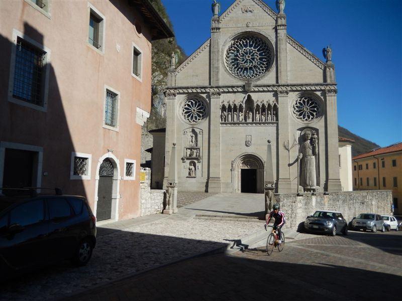 vorbei am Dom S. Maria Assunta in Gemona