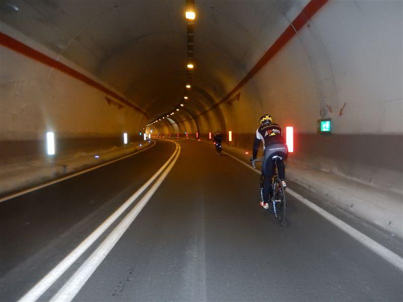 durch Tunnel