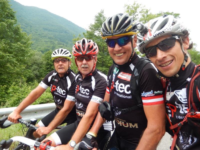 Kurt, Ossi, Radlwolf und Michi freuen sich über die wunderschöne Ausfahrt