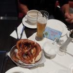 Weißwurstfrühstück am Flughafen München, den Trainingspartnerinnen Danke für das Taschengeld